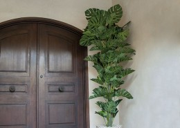 Cadiz Traditional Entryway Planter